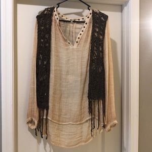 Adorable top with vest from the buckle